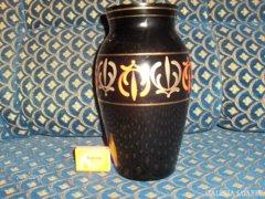 Fekete, kézi festésű, aranyozott váza