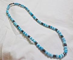 Kék gyöngyös nyaklánc