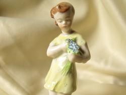 Zsolnay Virágágcsokros Lány