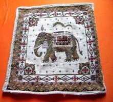 Szövött elefántmintás díszpárna 40 x 45 cm