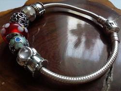 Pandora ezüst karkötő charmokkal