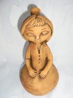 Jelzett kerámia figura