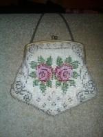 Antik ,színház kis táska gyöngyös, rózsákkal réz kapoccsal!