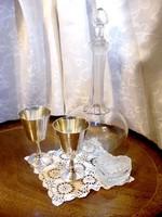 Kétszemélyes, romantikus randevú készlet, ezüstözött kelyhek párban, kristály palack, üveg szelence