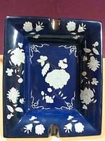 Kék mázas kerámia hamutartó