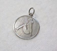 Női alakos ezüst medál