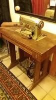 Retro varrógépasztal