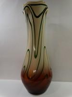 Iparművészeti üvegváza üvegszál díszítéssel, 30 cm magas