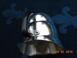 Lépcsőzetesen kiszélesedő Krómozott öblös kiöntő szegecselt fogóval-9 cm