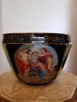 Gyönyörű nagy méretű cseh altwien kaspó a bor, a mámor istenével, Dionüszosz vagy Bacchus jelenettel