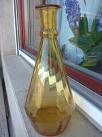 Régi borostyán színű boros üveg kiöntő