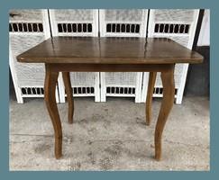 Kis méretű,kecses étkező asztal 94.5X65.5cm