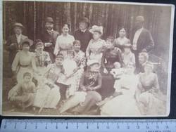 FOTÓ FOTÓGRÁFIA FÉNYKÉP MŰTERMI JELZETT KEMÉNYHÁTÚ ELŐKELŐ CSALÁD CSOPORTKÉP 20 FŐ KÉP cca. 1890