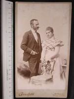 FOTÓ FOTÓGRÁFIA FÉNYKÉPJELZETT MŰTERMI KEMÉNYHÁTÚ Schlauch Lajos ELŐKELŐ PÁR KÉP cca 1890