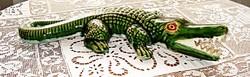 Régi, nagy méretű kerámia krokodil