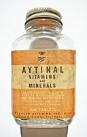 U.S.A. Aytinal vitaminos üveg