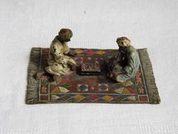 Bécsi bronz szőnyegen játszó arabokkal Wiener Bronze Austria Araber teppichgruppe