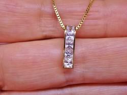 Szép kis arany medál  fehér kövekkel