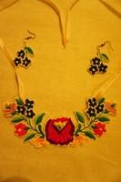 Kalocsai népi mintával kézzet hímzett szett /nyaklánc + fülbevaló/ olcsón eladó.