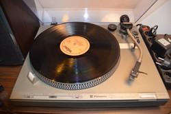 Komoly hanglemez-gyűjteményem lemezjátszóval együtt eladó. 414 db LP bakelit lemez