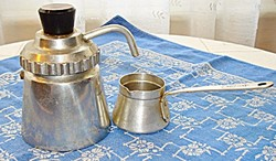 Retro aluminium-bakelit kotyogós kávéfőző