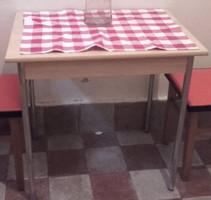 RETRO DESIGN - ESSEN  konyha asztal fémcső lábakon