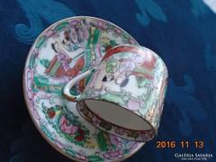 Famille Rose- jelenetes,medalionos aranyozott kínai kávés csésze alátéttel-6 kézi írásjel jelzés