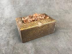 Fabetéttel díszített réz doboz