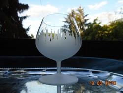 Savmaratott talpas pohár
