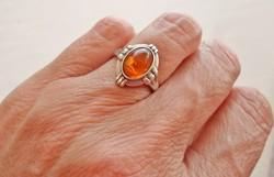 Gyönyörű antik borostyánköves ezüstgyűrű