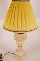 Márvány asztali lámpa renyővel