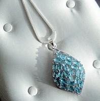 Ezüst medál  kék víztopáz kővel, ezüst foglalatban