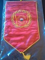 Bontatlan szocialista brigád zászló + ajándék kitüntetés
