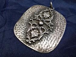 Ezüstözött iparművész kézzel készült medál