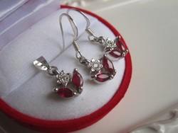 Természetes, vörös rubin köves kisvirágos ezüst medál és fülbevalópár 925 - ékszerszett