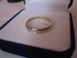 Tömör arany gyűrű 5 gyémánt kővel