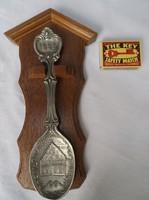 Díszkanál - 1995. Évszámozott ón kanál, keményfa tartóval, 23 x 12 cm - Német