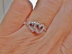 Gyönyörű kis ezüstgyűrű antik fehér kövekkel