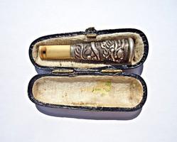 Régi ezüst és csont kigyó mintás szipka dobozban