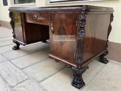 Antik bútor, felújított Reneszánsz íróasztal, térbe helyezhető.
