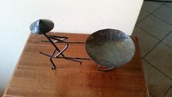 Kovácsolt vasból készült dísztárgy