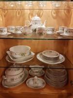 Erika mintás Hollóházi porcelán készletek egyben eladók!
