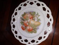 Jelzett áttört szélű porcelán tányér