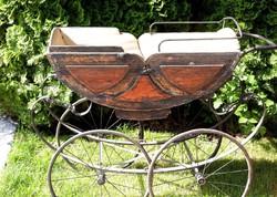 Antik laprugós babakocsi (rendes babakocsi, nem játék) 1900as évek elejéről. Eredeti állapotában.