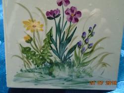 Kis mezei virágos festménnyel német csempe edényalátét