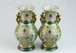 0J359 Gazdagon díszített Kínai porcelán vázapár