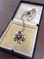 Antik ötvös ékkövekkel, tűzzománccal díszített ezüst medál-bross nyaklánccal