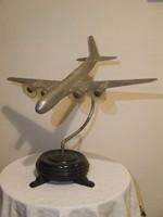 Ritka fém repülőgép modell,asztali dísz ,fa talapzaton