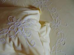 Szépséges szalagrátétes ágynemű garnitúra