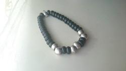 Onix és ezüst szemekből összeállított karkötő (gumírozott) 20 cm